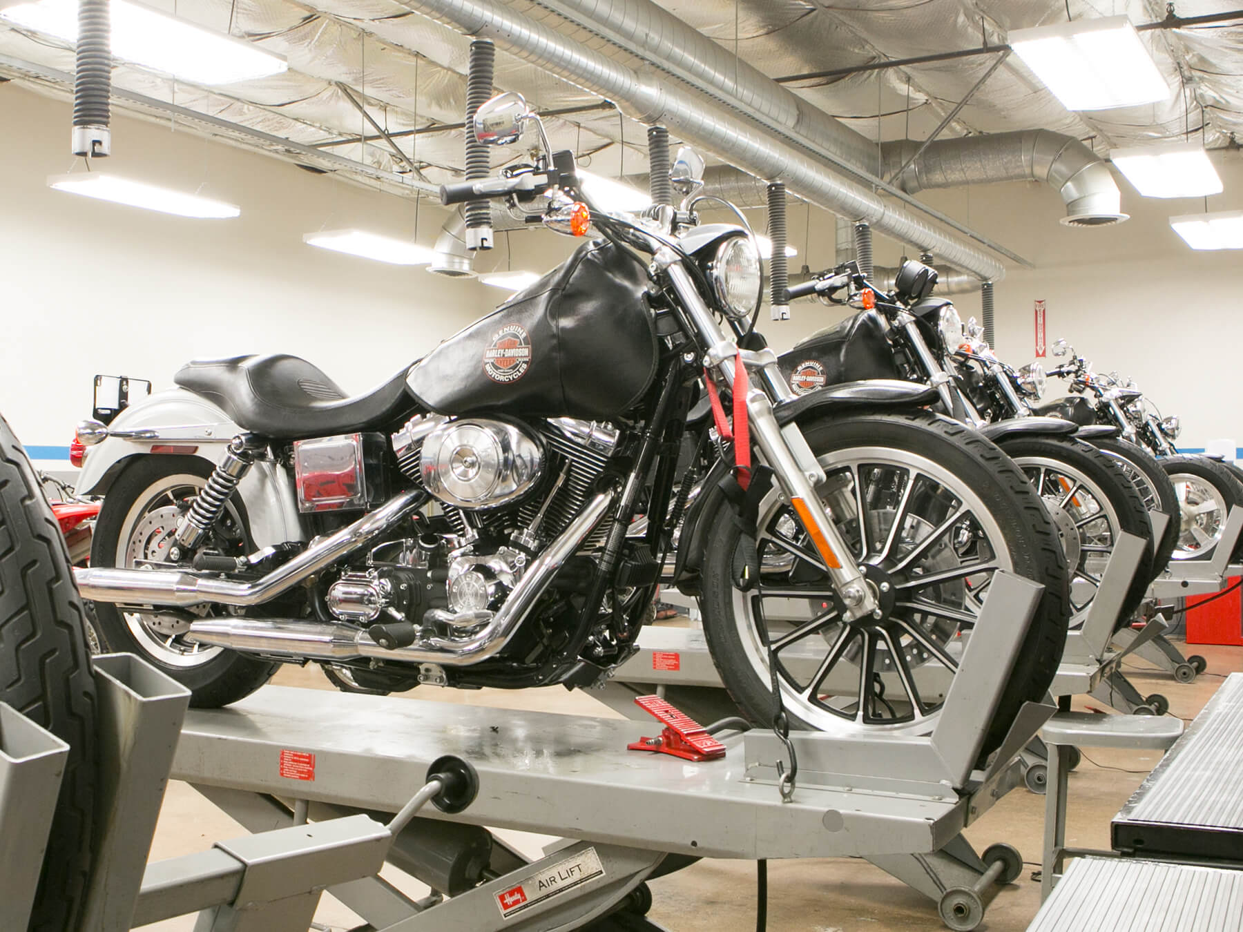 Wide angle photo of the Harley Davidson lab and its bikes