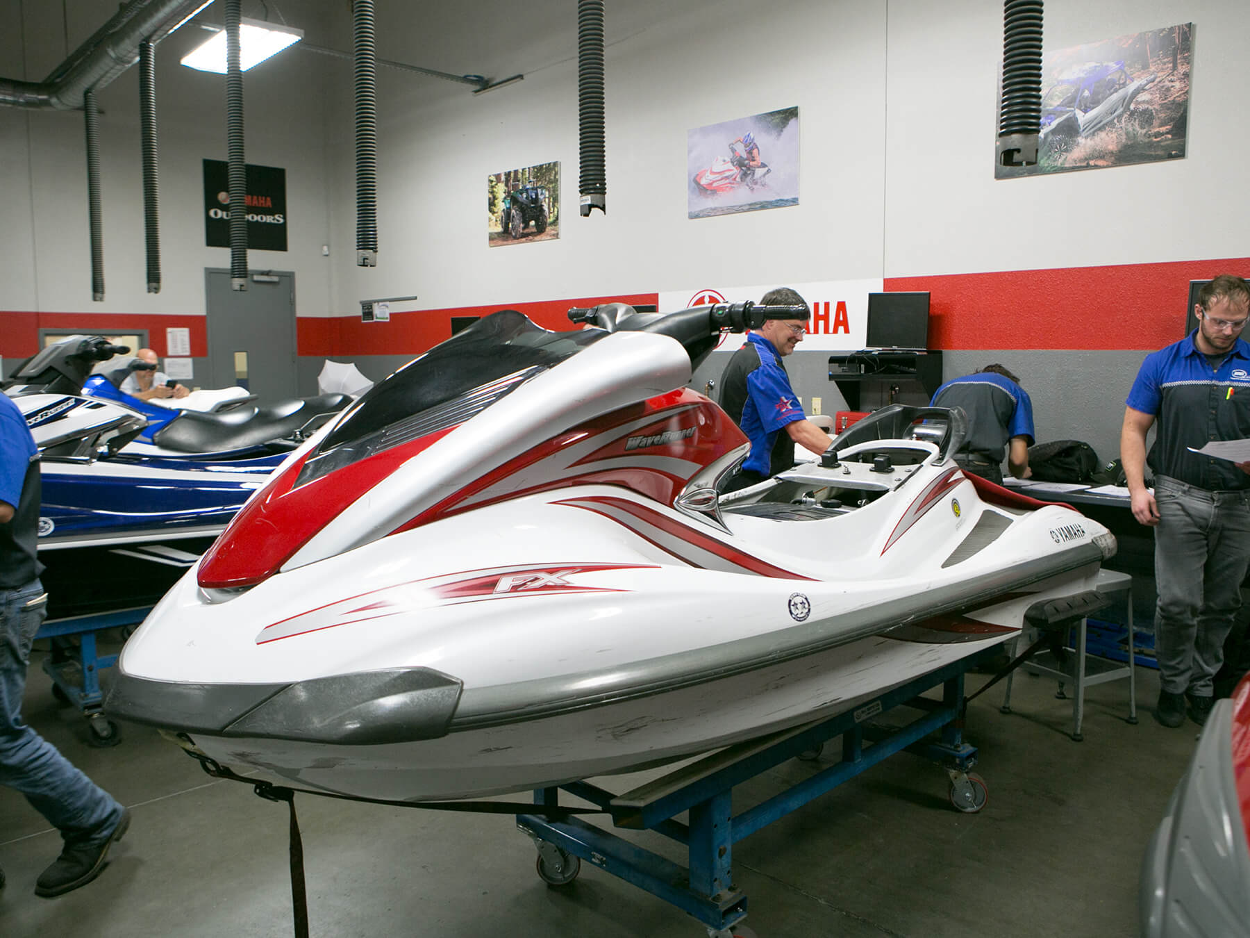 MMI students looking at a white jet ski in the Yamaha lab