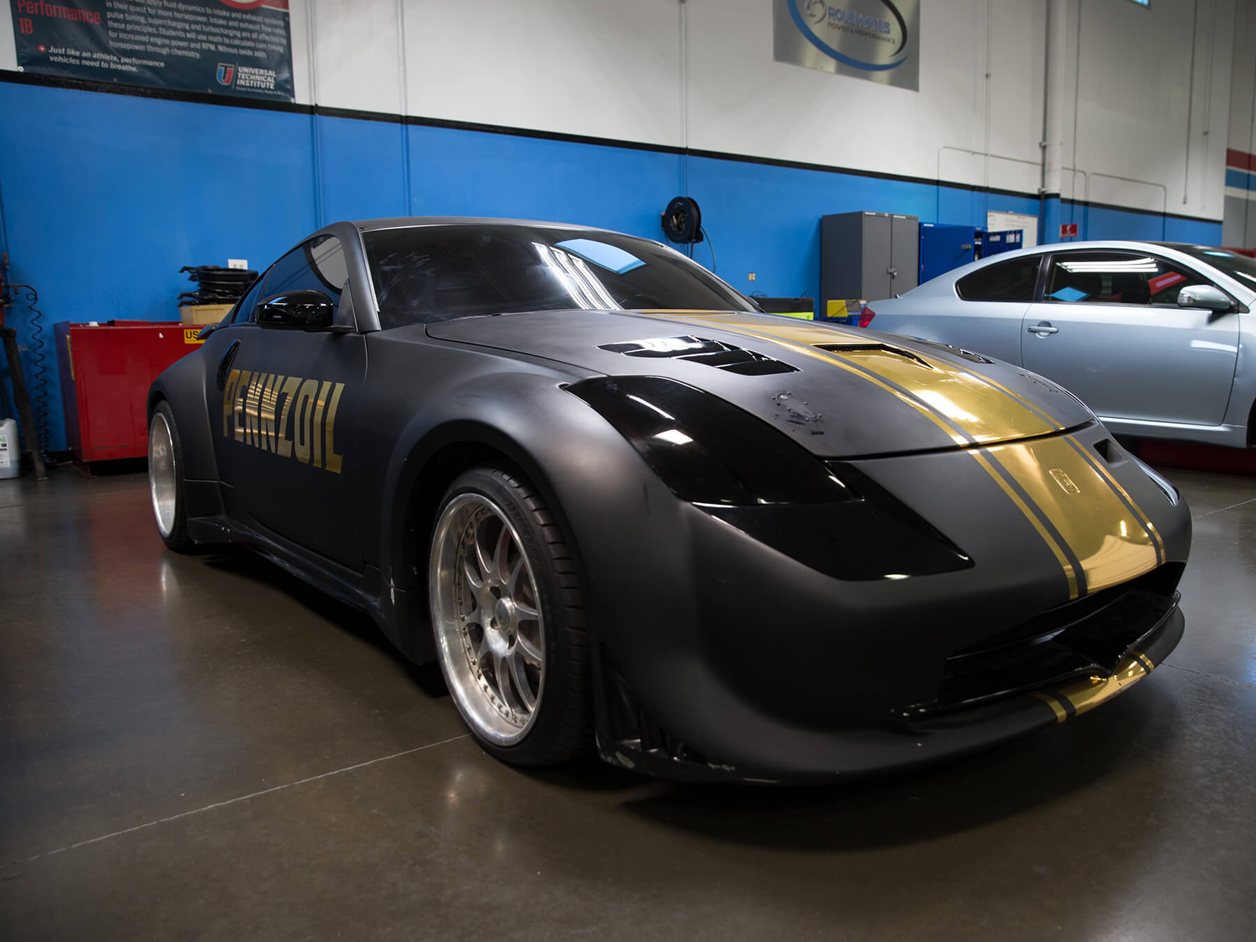 Black and gold Pennzoil car