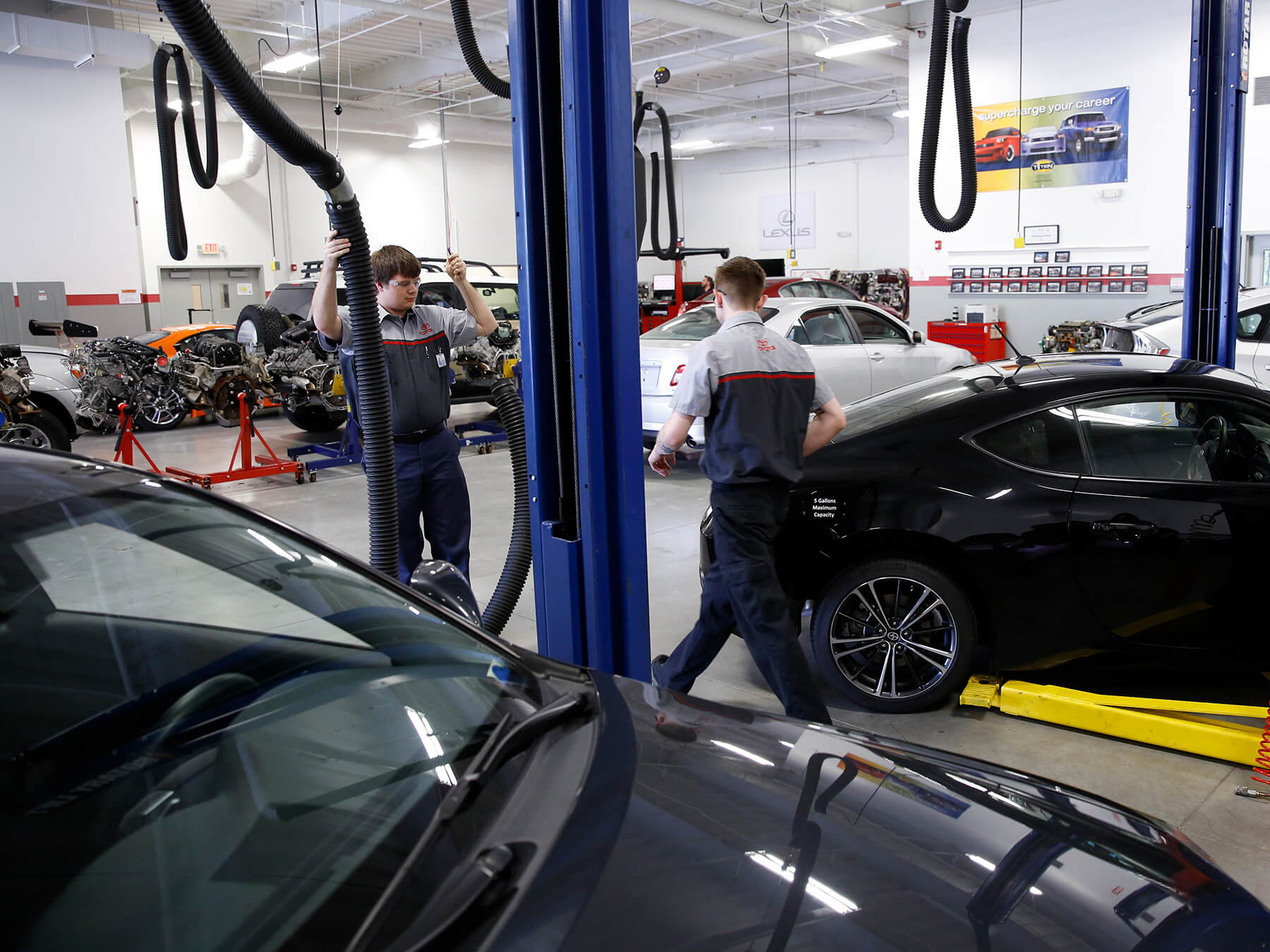 UTI students working in the Toyota auto lab