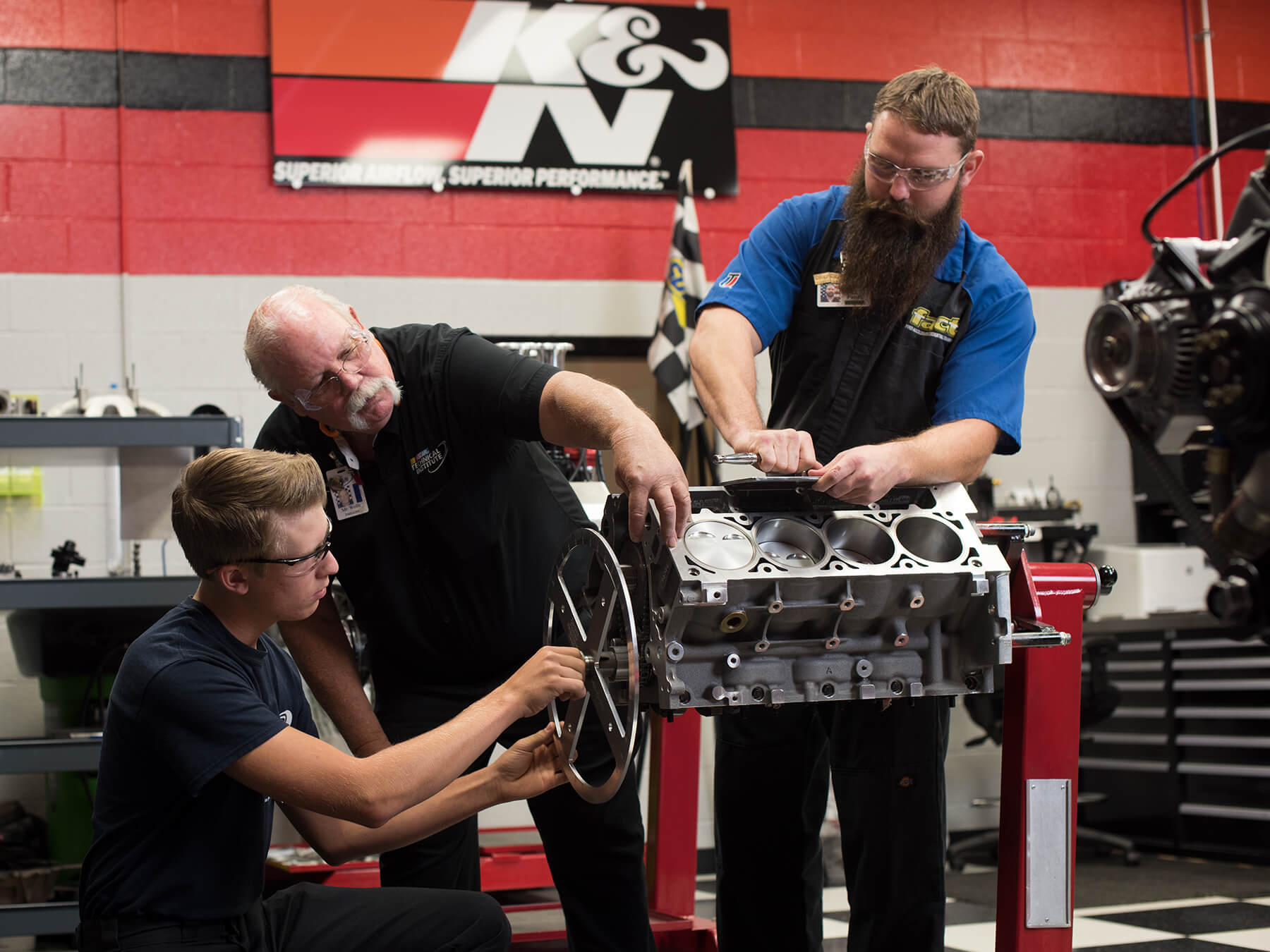 Students and Instructor working on an engine in the K&N lab at Mooresville campus